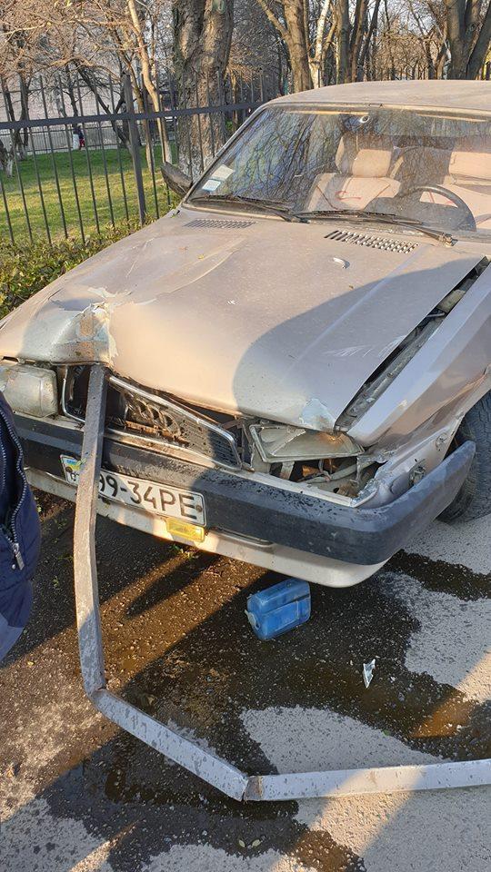 У Луцьку автохам врізався в паркан. ФОТО