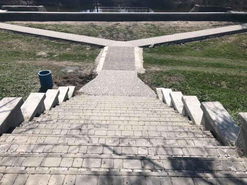 У Луцьку оновлять вигляд Центрального парку. ФОТО