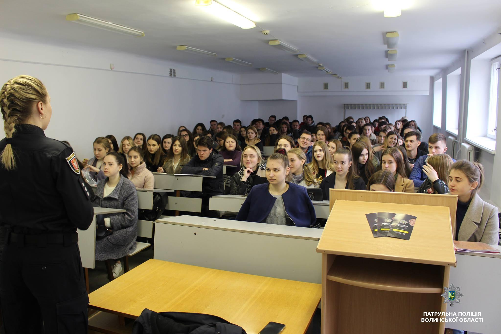 У Луцьку студентам розповіли про службу в патрульній поліції. ФОТО