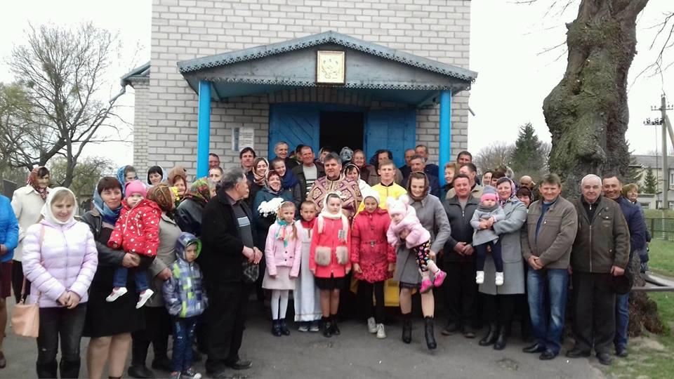 У селі на Волині, де тривали церковні скандали, представили нового священика