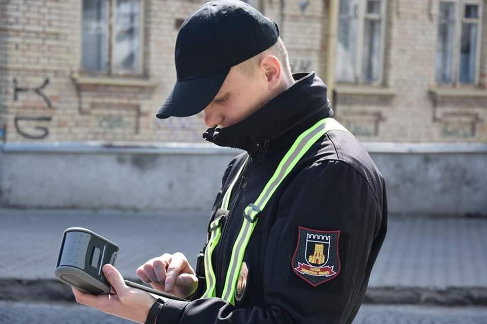 Інспектори з паркування масово штрафують водіїв у Луцьку