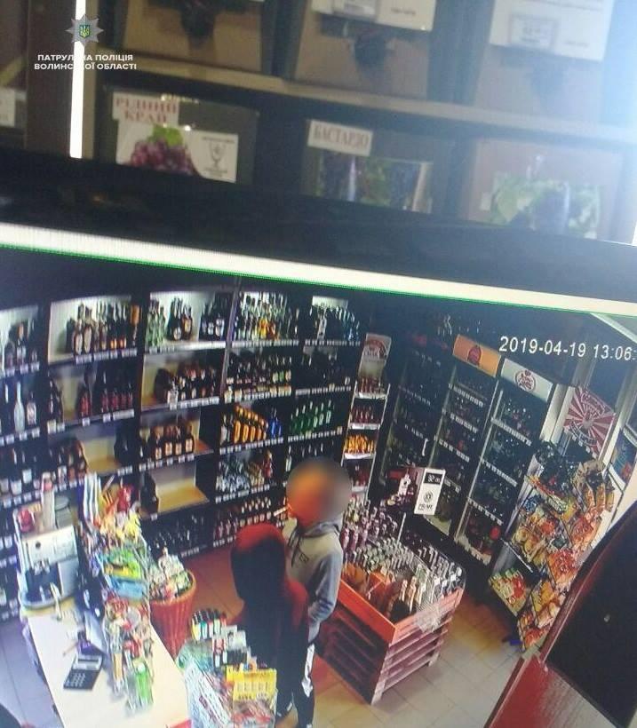 У Луцьку затримали зухвалих грабіжників магазину. ФОТО