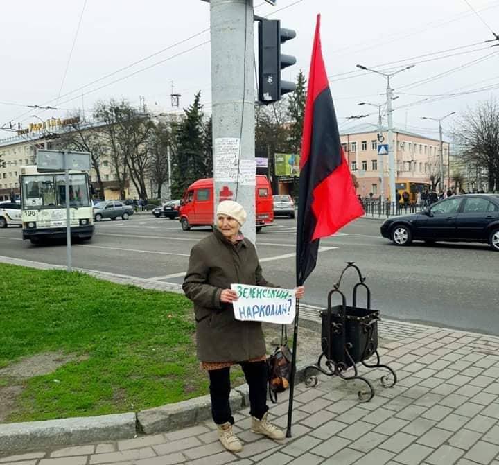 У Луцьку побили пенсіонерку, яка мітингувала проти Зеленського