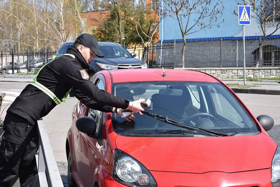 Лялькарка, яку першою оштрафували у Луцьку через паркування, обурилася роботою паркувальників