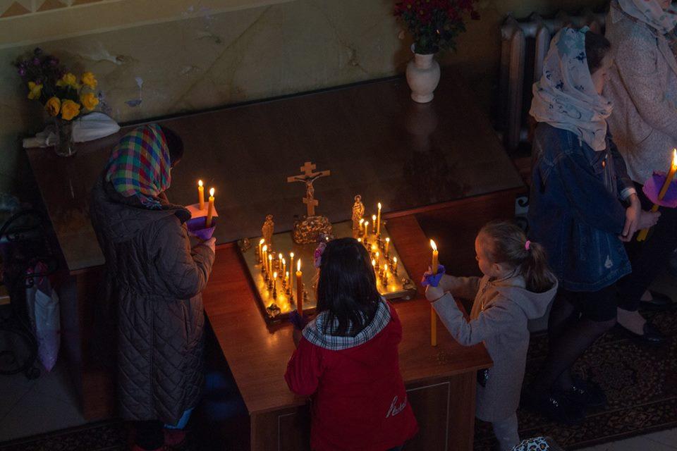 Показали, як у волинському храмі відбувалося богослужіння на Страсний четвер. ФОТО