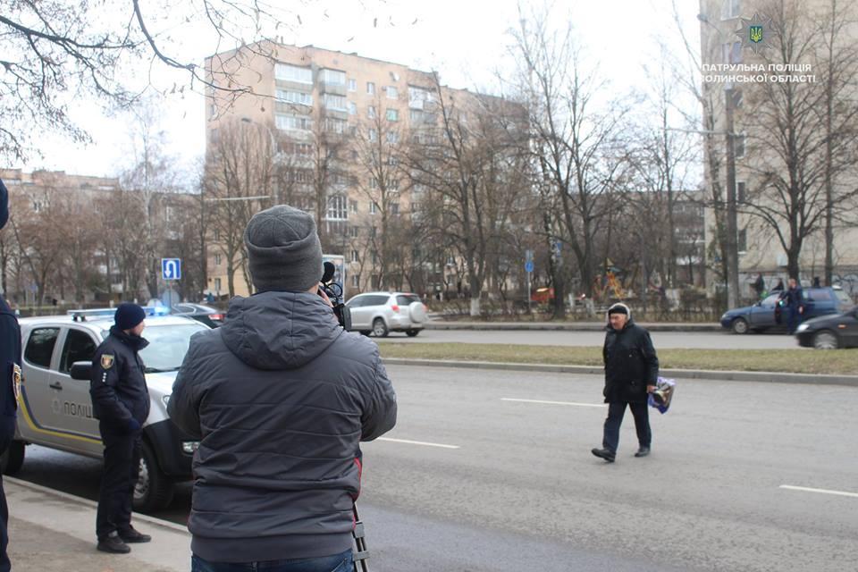 У Луцьку навчатимуть відповідально переходити дорогу