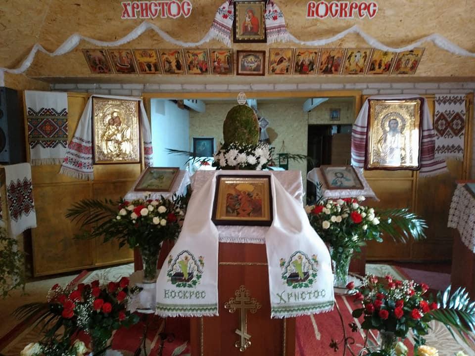 На Волині священик з вірянами УПЦ МП створили храм «своїми руками». ФОТО