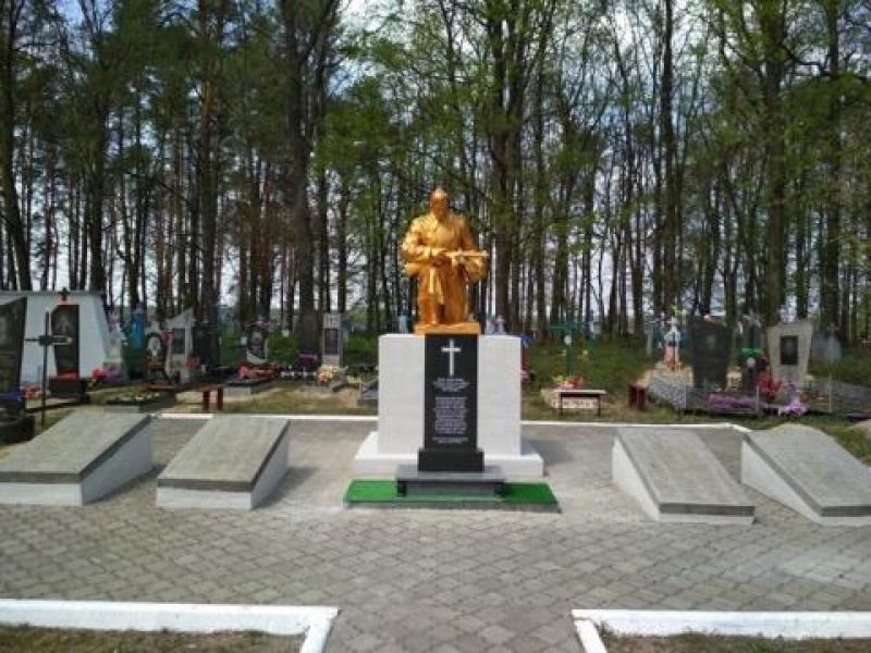У селищі на Волині реконструювалипам'ятник «Захисникам України»