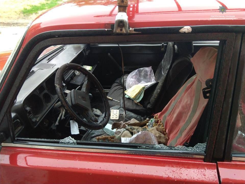 У Луцьку у мікрорайоні ДПЗ хтось невідомий потрощив кілька автомобілів