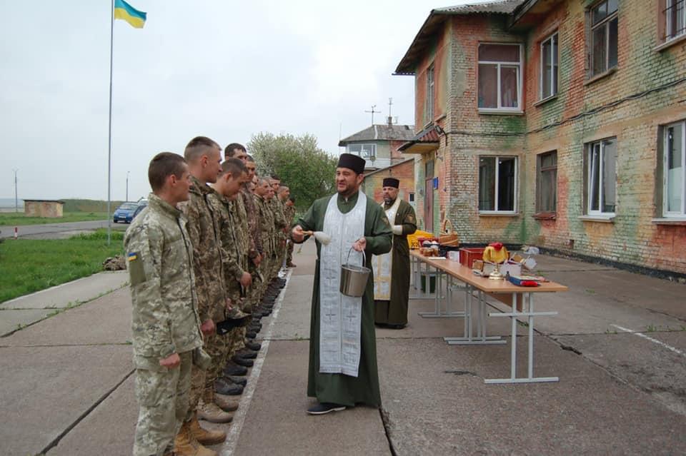 У Луцьку освятили паски льотчикам з Криму. ФОТО