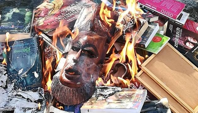 У Польщі священики палили книги про Гаррі Поттера, побачивши в них магію