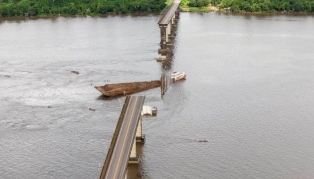 У Бразилії пором обвалив міст. ВІДЕО