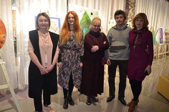 У Луцьку молода львівська художниця презентувала свої полотна. ФОТО
