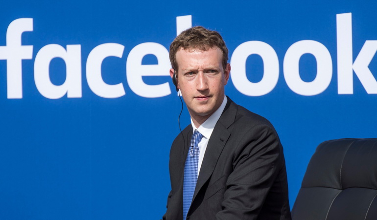 Акціонери «Facebook» вимагають звільнення Цукерберга з поста голови правління
