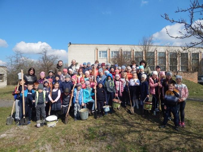 Волинські школярі озеленили школу та створили власний сад. ФОТО