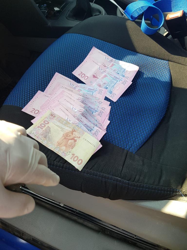 Що заробляє луцький поліцейський, якого СБУ затримала на хабарі у розмірі 3,5 тисячі гривень