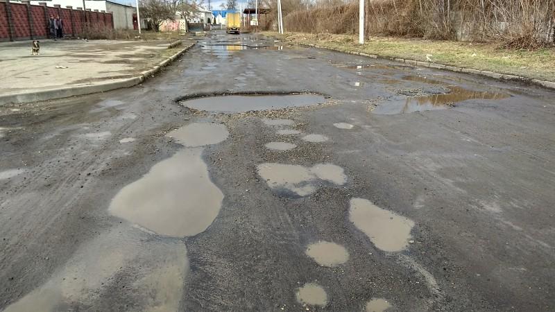 Болото замість дороги: одна з вулиць Луцька потребує капітального ремонту. ФОТО