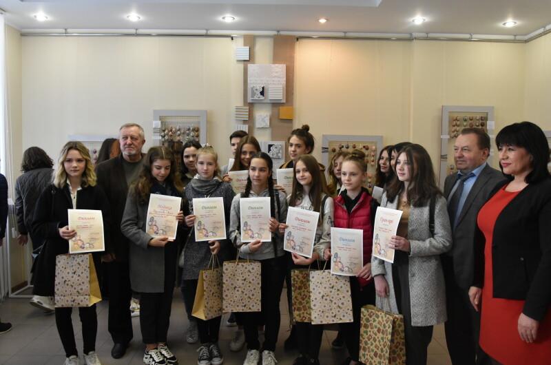 У луцькій арт-галереї представили результати дитячого конкурсу з писанкарства. ФОТО