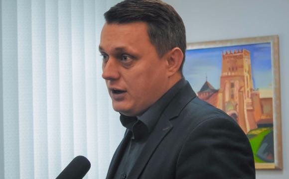 Депутат Луцькради купив авто, а його дружина будує будинок біля Луцька