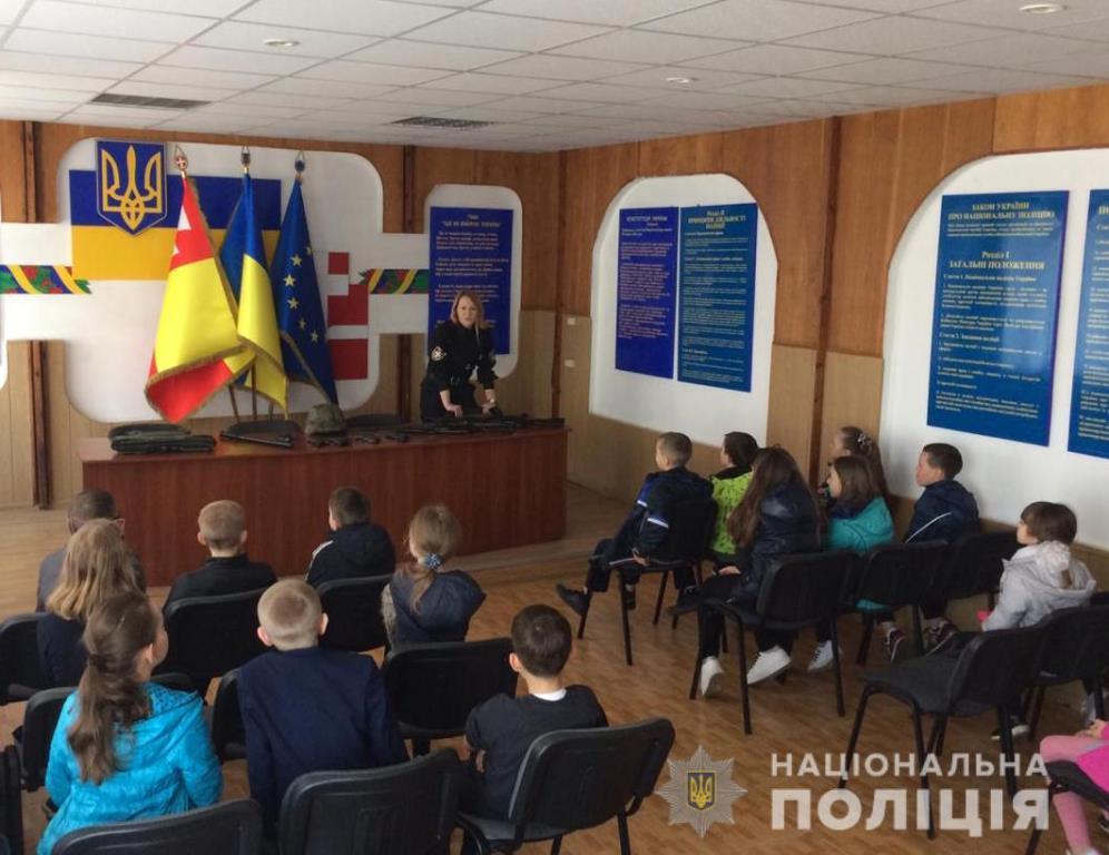 Луцькі поліцейські провели день відкритих дверей для школярів. ФОТО