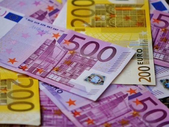 Волинські митники на посту Доманово вилучили у пасажира надмір валюти