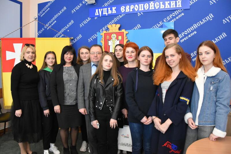 Юні актори з Авдіївки покажуть у Луцьку інтерактивну виставу. ФОТО