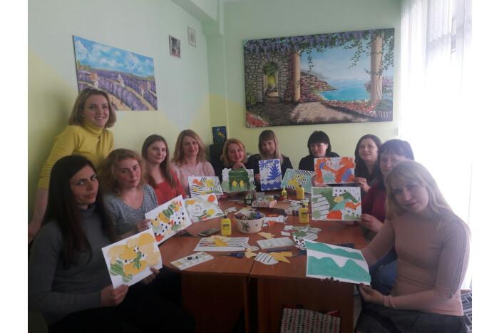 У Луцьку для мам особливих дітей провели заняття з арт-терапії