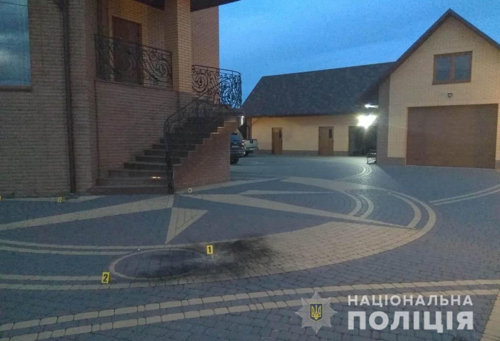 Поліція з'ясовує обставини вибуху на подвір'ї депутата Волиньради