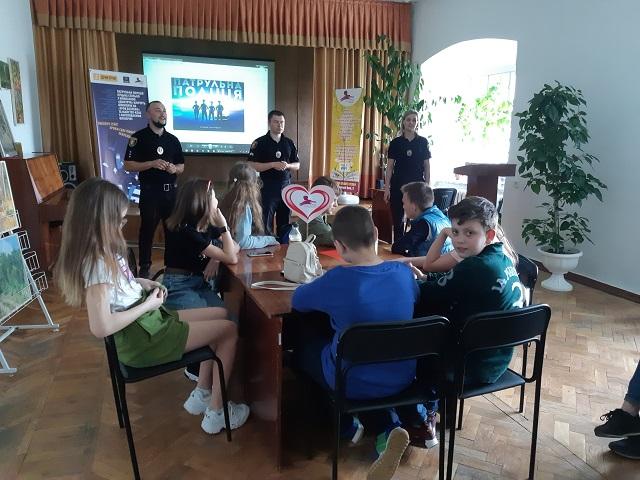 У Луцьку школярам креативно розповіли про особисту безпеку. ФОТО