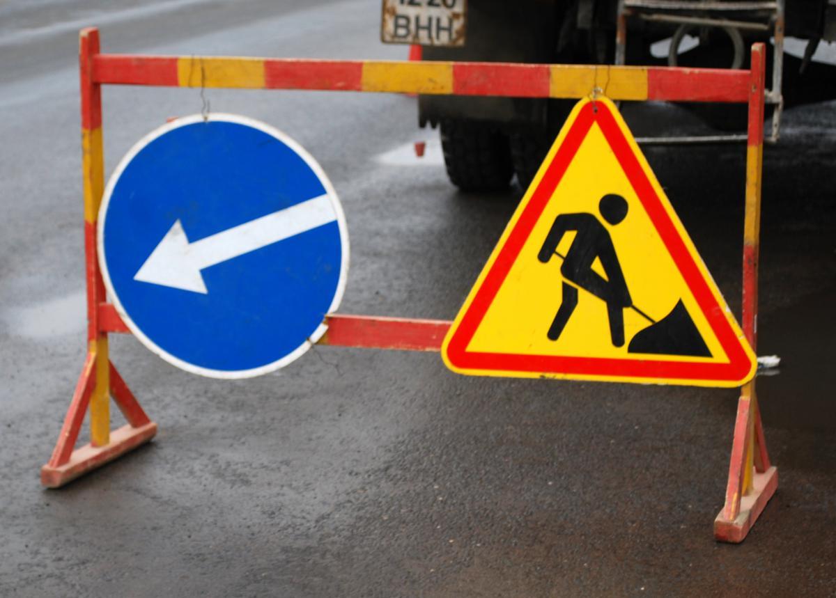 На деяких вулицях Луцька продовжать ремонтні роботи на мережах водопостачання