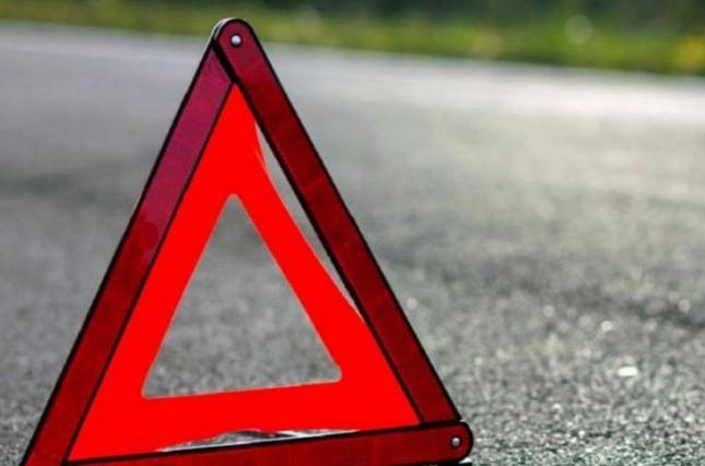 У Луцькому районі автомобіль збив двох дівчат, потерпілі в лікарні
