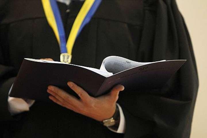 Три земельні ділянки, авто, квартира та матеріальна допомога сина – декларація луцької судді