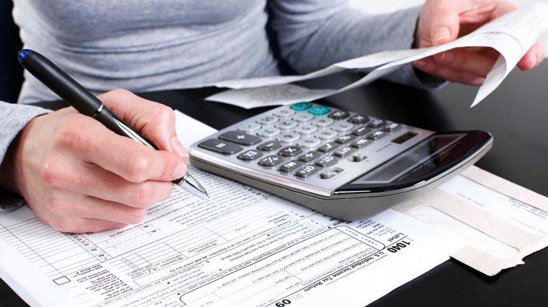 Волинські фіскали просять представників бізнесу вчасно сплачувати податки