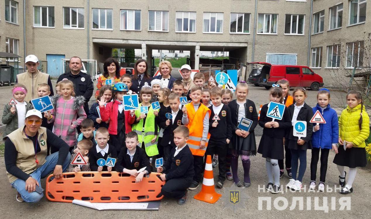 Школярів Луцька навчали основних правил безпеки на дорозі. ФОТО