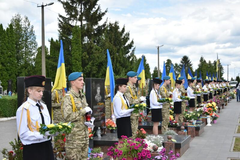 Лучани вшанували пам'ять військовослужбовців, що загинули у АТО та ООС. ФОТО