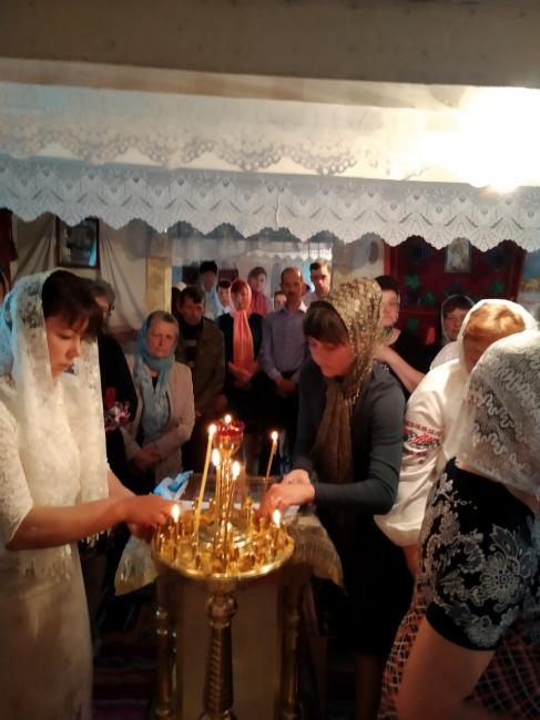 У селі на Волині на престольне свято молилися у старій хатині