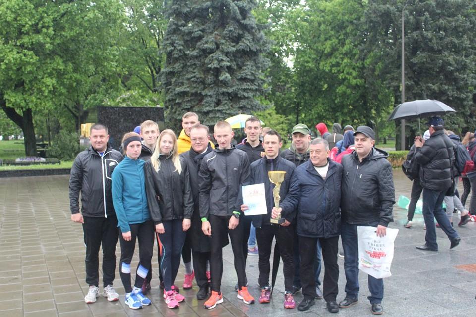 Команда Лесиного вишу першою фінішувала в легкоатлетичній естафеті