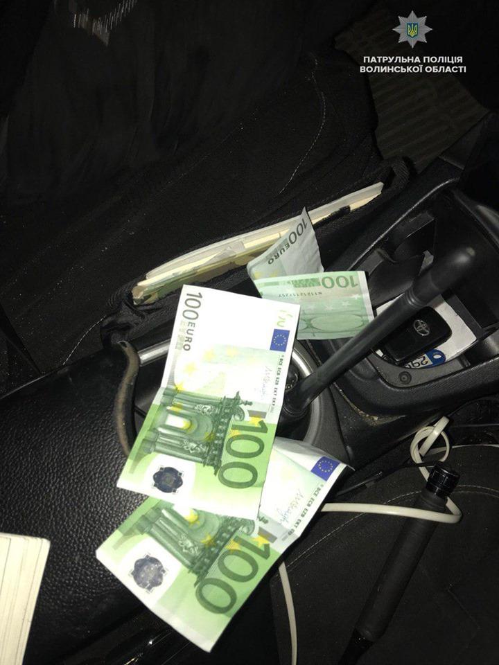 У Луцьку п'яний глухонімий водій вчинив ДТП і хотів підкупити патрульних. ФОТО. ВІДЕО