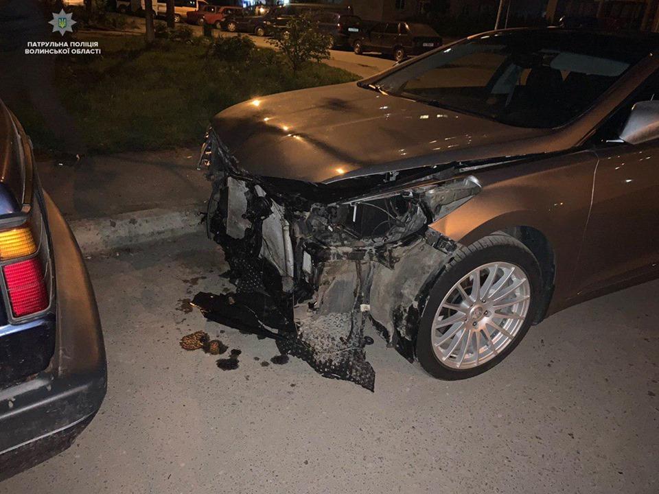 Вночі у Луцьку зіткнулись дві автівки, винуватець втік. ФОТО