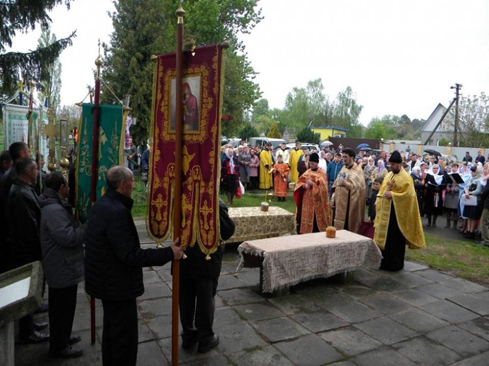 На Волині мешканці села відновили давню церковну традицію