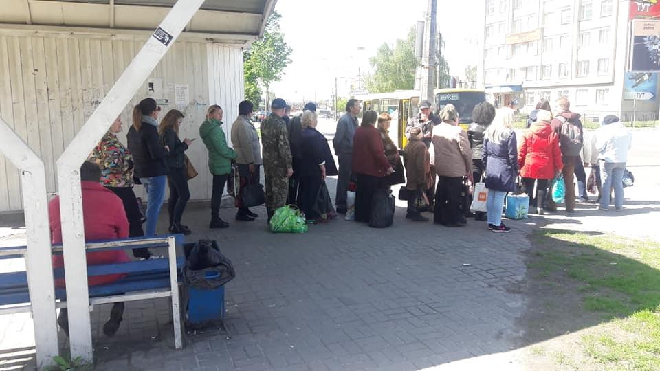 Лучани просять пустити більше транспорту в Гаразджу. ФОТО