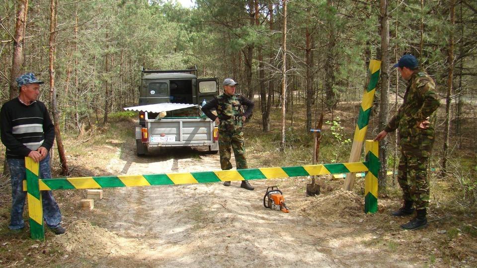 У волинських лісах встановили шлагбауми. ФОТО