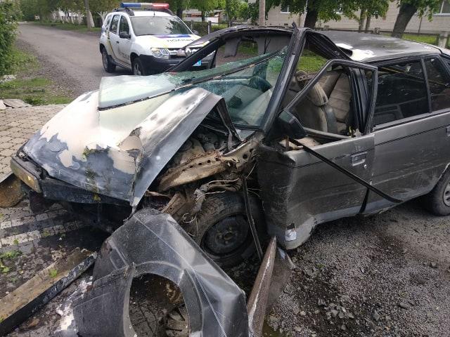 У Луцьку водій не впорався з керуванням і заїхав у паркан