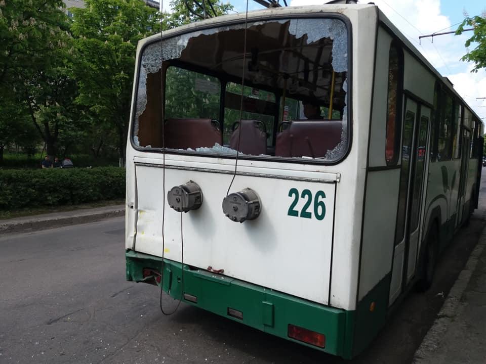 У Луцьку маршрутка вибила вікно для тролейбуса