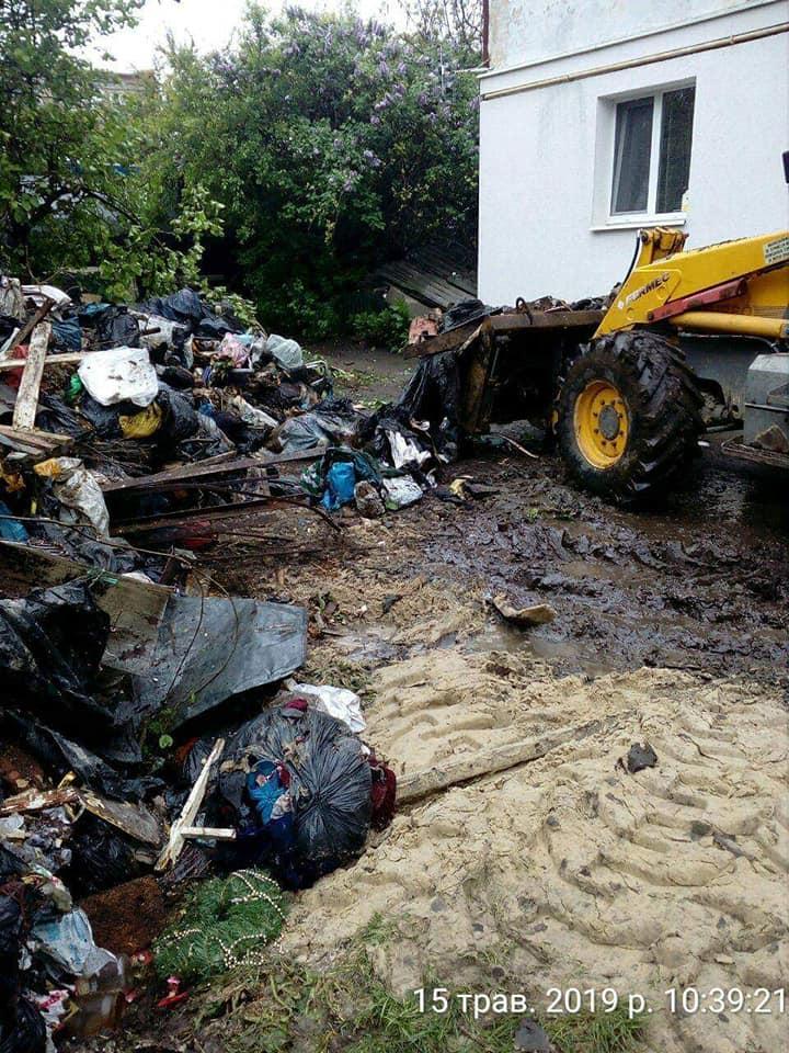 У Луцьку демонтували занедбані сараї. ФОТО