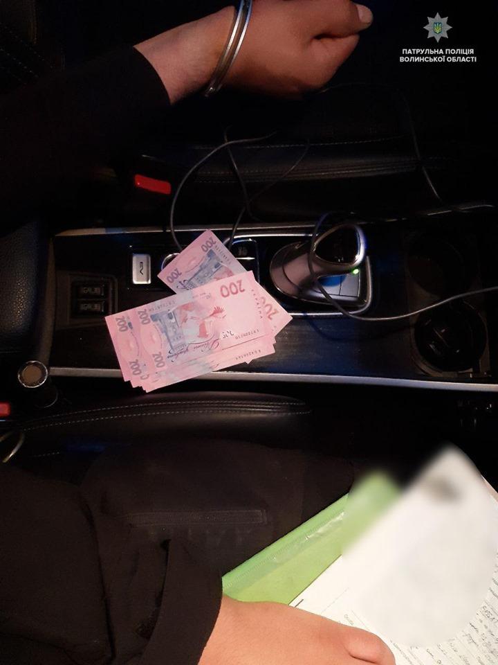 У Луцьку нетверезий водій хотів відкупитись від патрульних. ФОТО. ВІДЕО