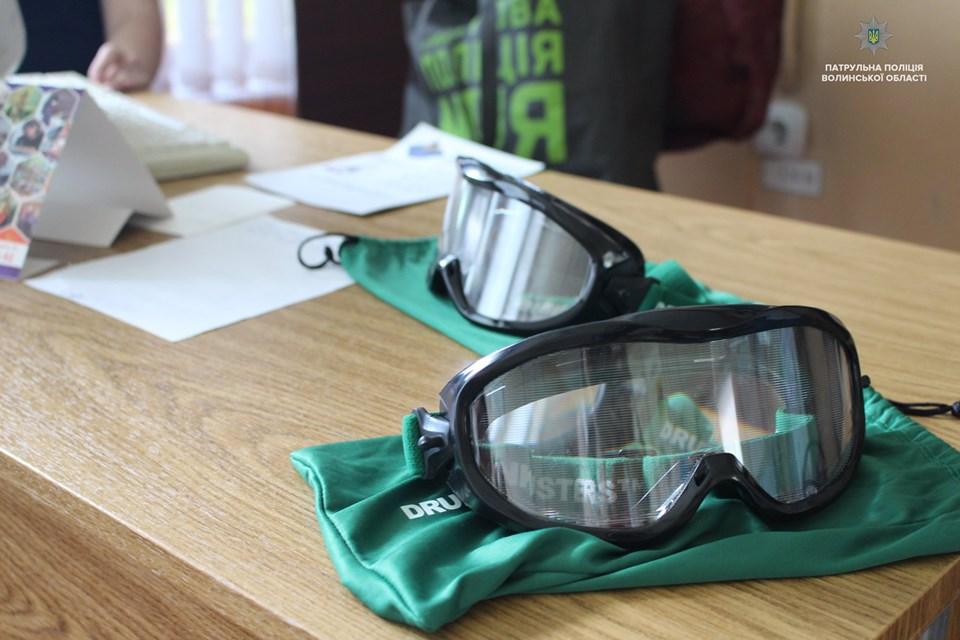 У Луцькому навчальному закладі презентували так звані «п'яні окуляри». ФОТО