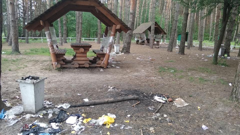 На Волині люди перетворили зону відпочинку на смітник