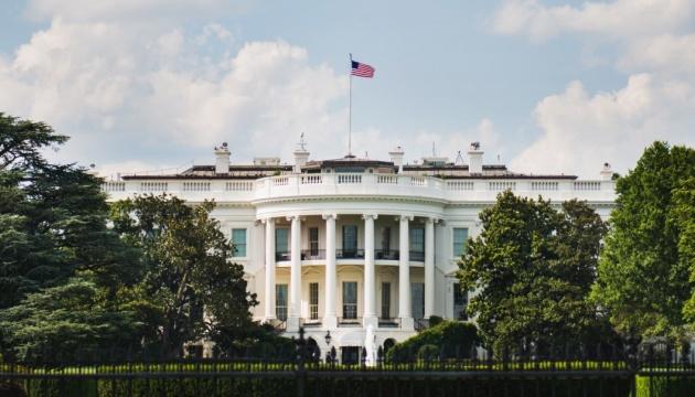 Чоловік підпалив себе на газоні Білого дому