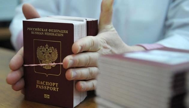 «Паспортизація» Донбасу: Кабмін визнав недійсними документи РФ і готує санкції